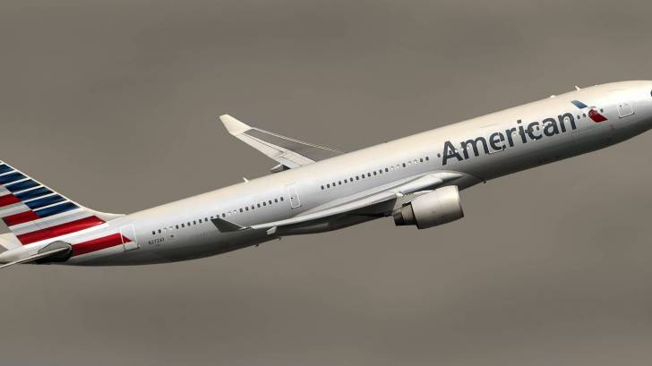 american airlines jet taking off