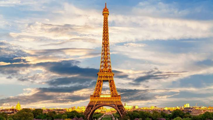 Paris eifel tower