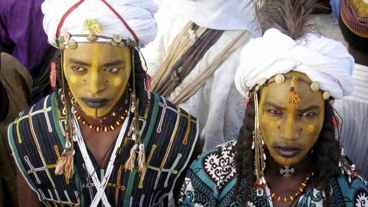 niger men in tradional costumes