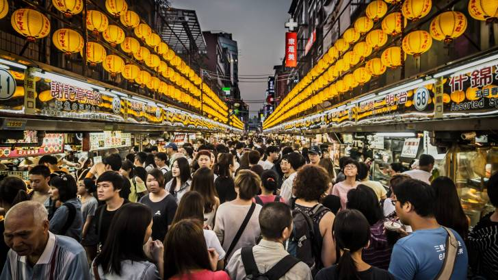 busy taiwan market place