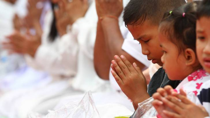 buddhist children in Laos praying
