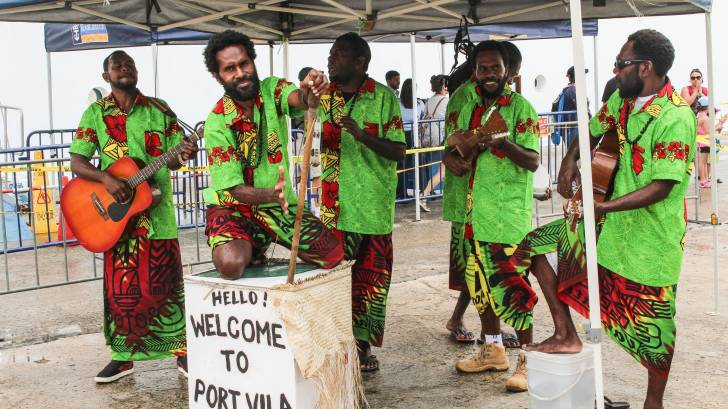 vanuatu island band welcoming tourists