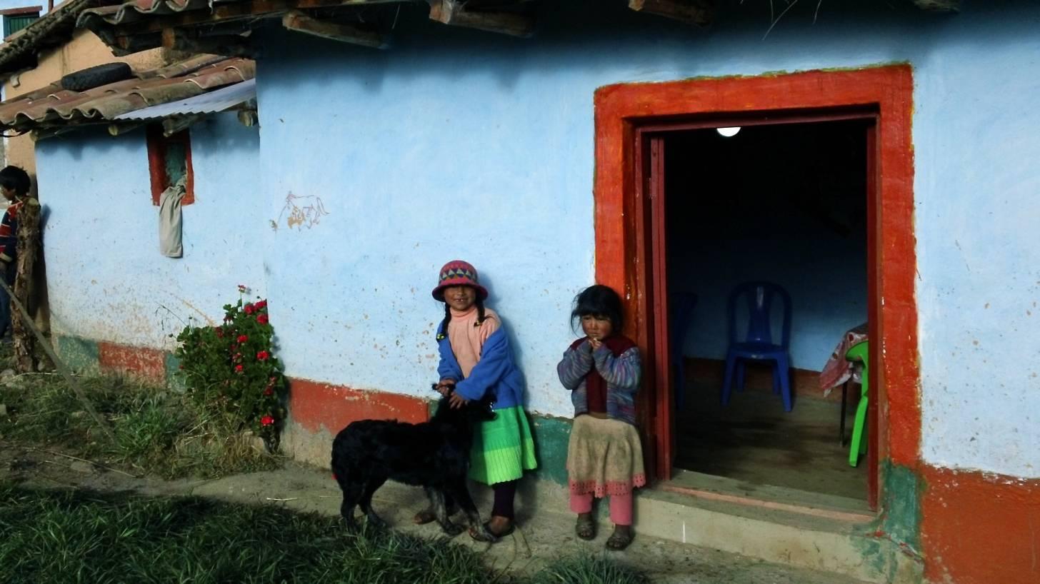 boliva house and children
