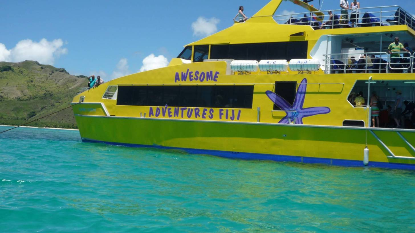 fiji tour boat