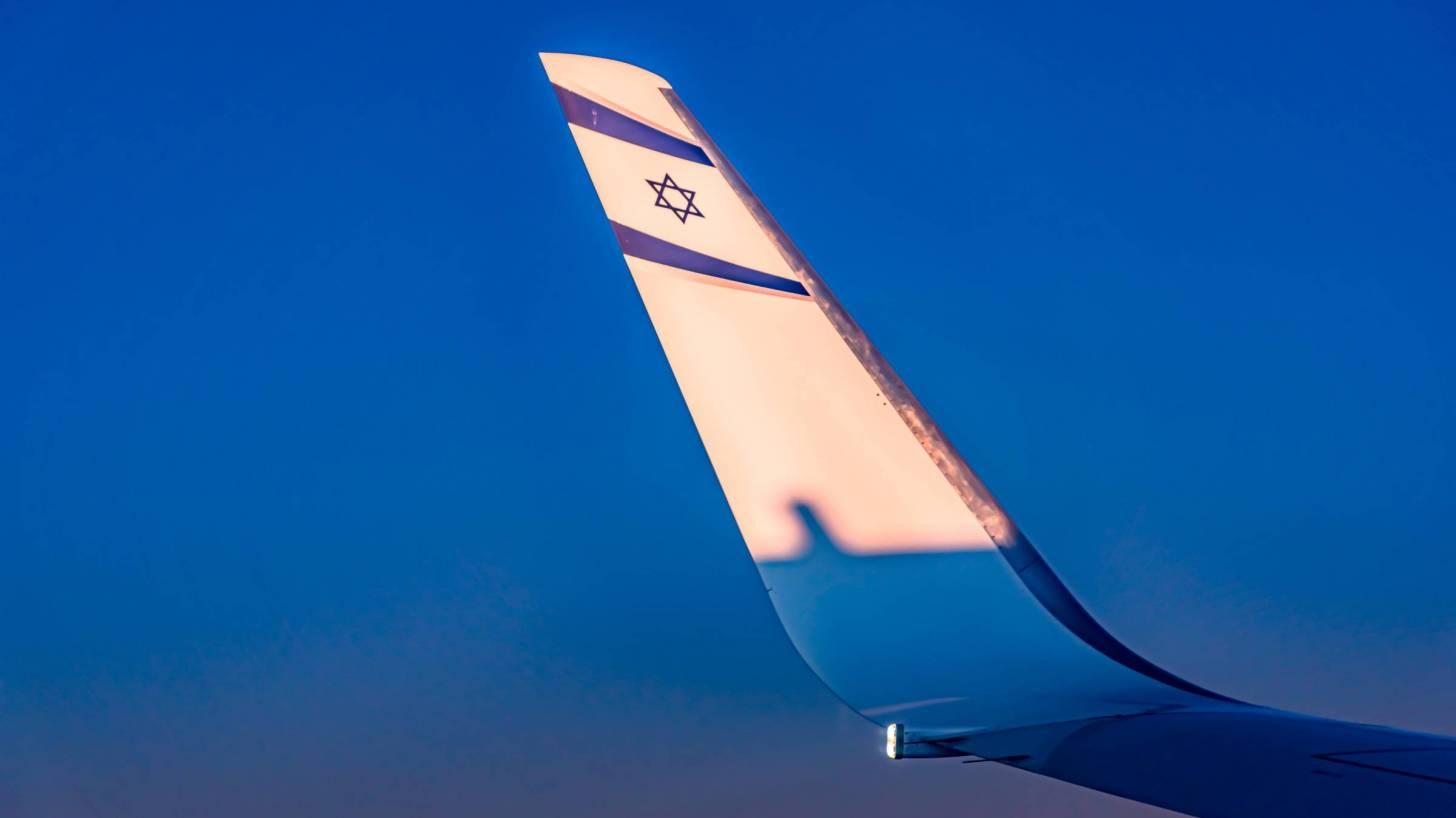 el al air lines logo on wing