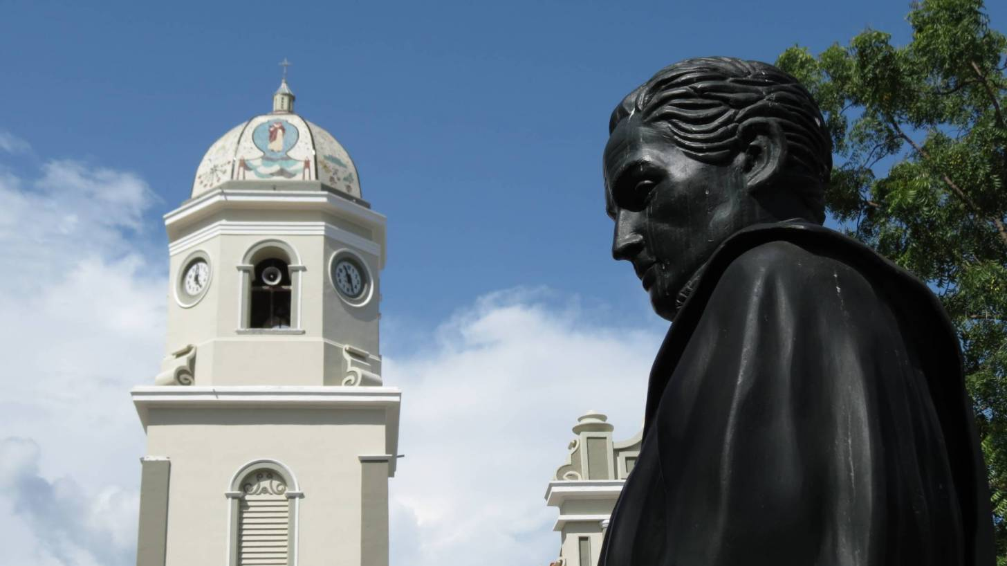 statue of man in  Venezuela