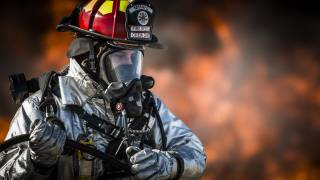 first responder to an emergency with mask on