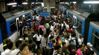 crowded subway platform