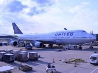 united airline plane